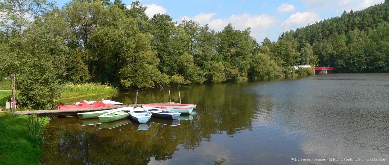 Sommerurlaub in Bayern Baden und Schwimmen Boote