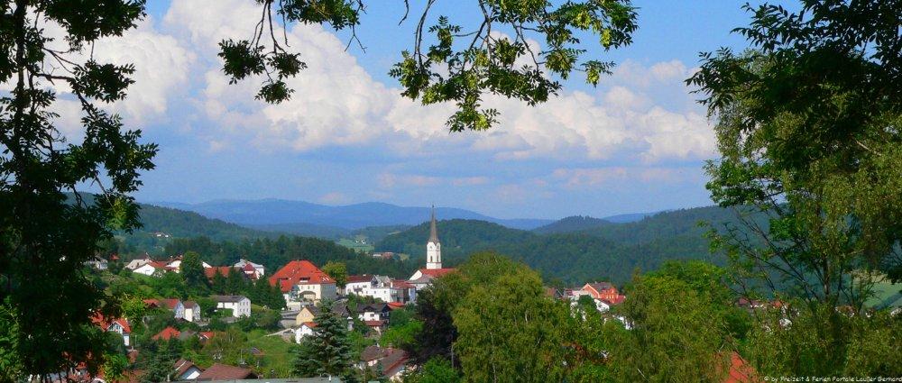 Bayerischer Wald Urlaub Ferien im Landkreis Freyung Blick auf Schönberg